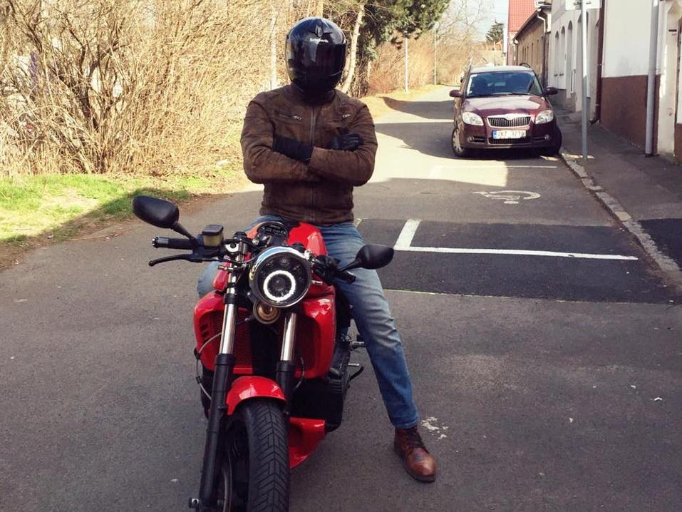 Путешествие мечты: Азербайджанец пустился в мотопробег из Праги в Баку и обратно – ФОТО