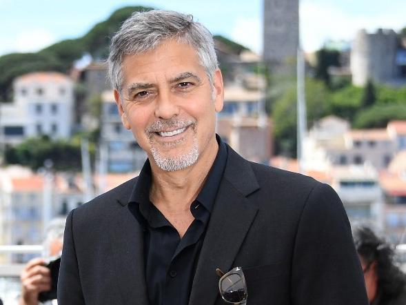 Джорджа Клуни сбила машина - ФОТО