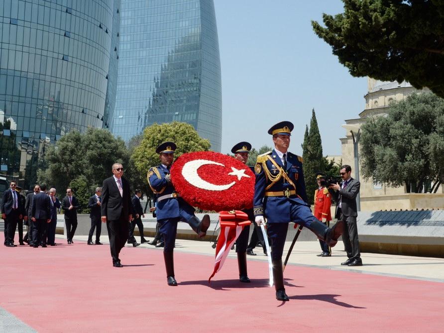 Президент Турции посетил могилу общенационального лидера Гейдара Алиева и Шехидляр хиябаны - ФОТО
