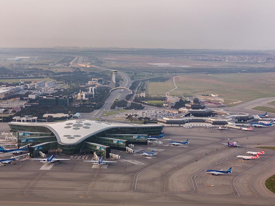Международный аэропорт Гейдар Алиев за первые полгода обслужил почти два миллиона пассажиров