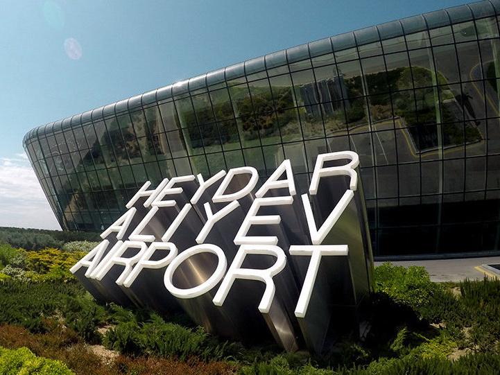 Летевший из Лондона в Мумбаи лайнер вынужденно сел в Баку из-за отказа двигателя