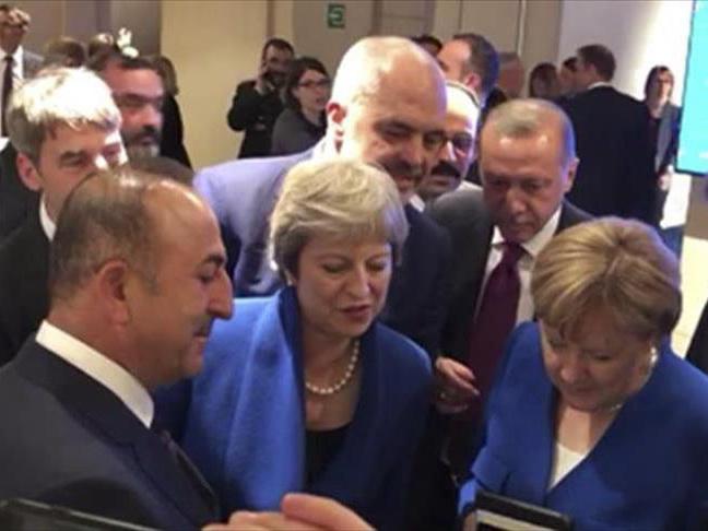 Лидеры НАТО наблюдали за полуфиналом ЧМ c телефона Мевлюта Чавушоглу - ВИДЕО