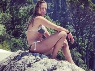 Располневшая Мерьем Узерли шокировала поклонников снимком в бикини – ФОТО