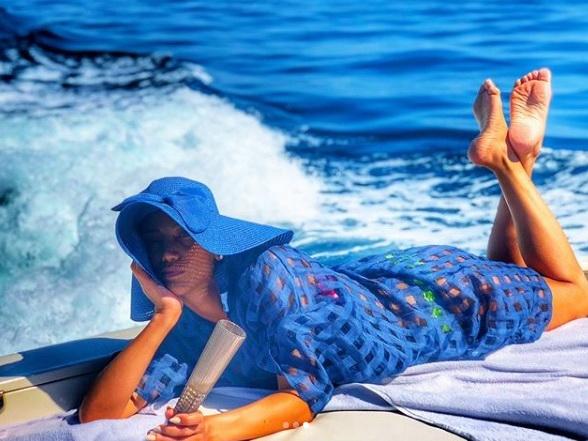 Ройа проводит лето, отдыхая на яхте – ФОТО