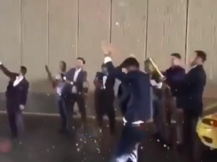 Участники свадебного кортежа устроили веселье посреди дороги в Баку – ВИДЕО