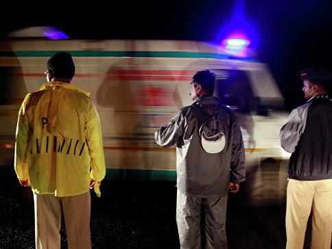 В Нью-Дели три человека погибли при обрушении двух зданий