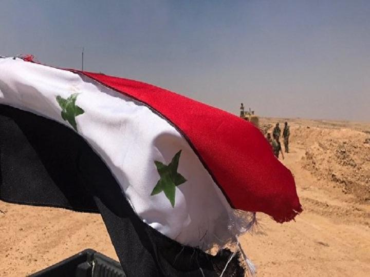 Bosra-al-Şamda Suriya bayraqları qaldırılıb