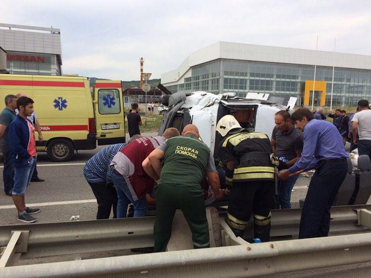Микроавтобус Москва - Баку попал в аварию