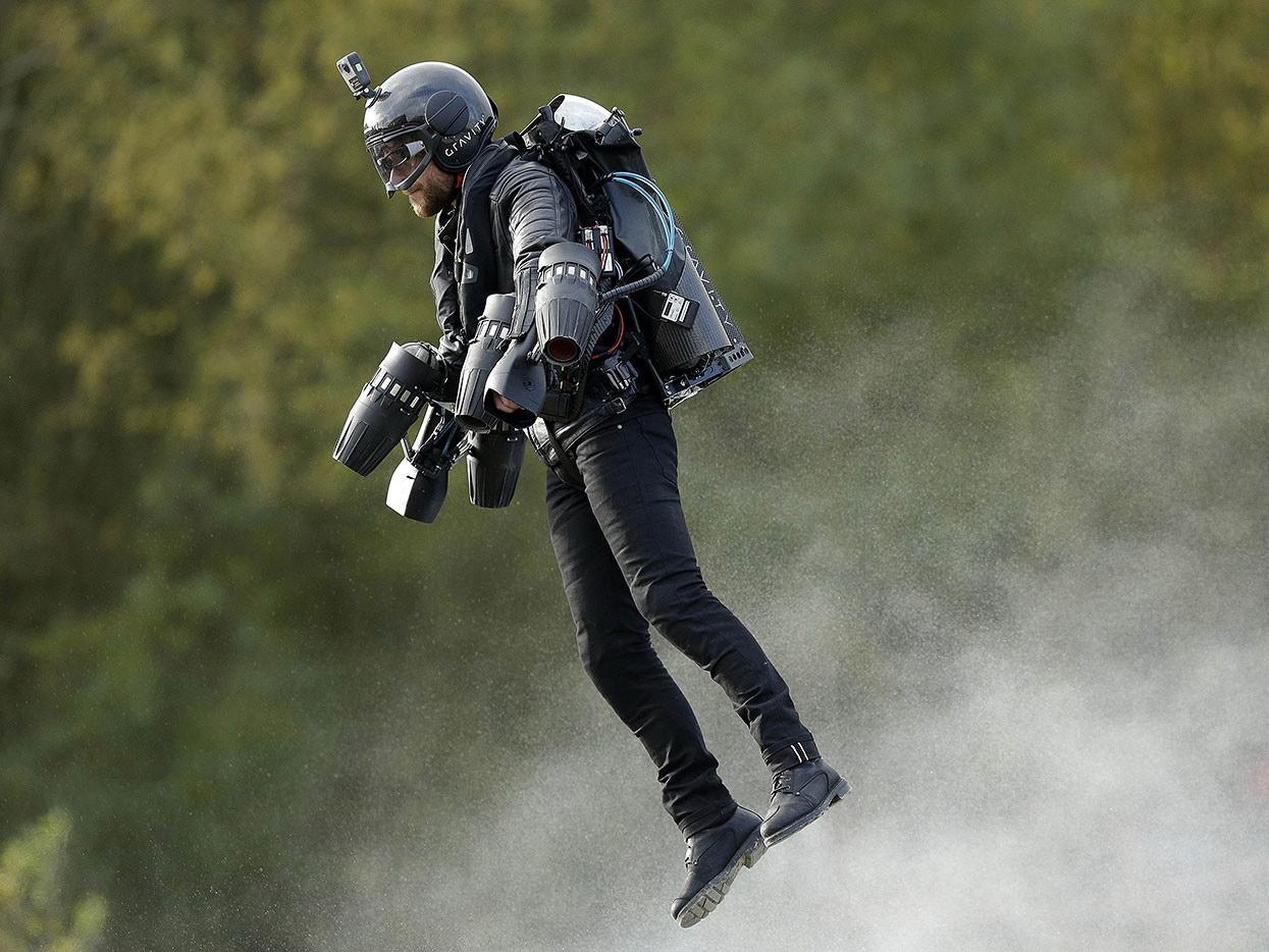 В Лондоне поступил в продажу настоящий «летающий костюм» – ФОТО – ВИДЕО