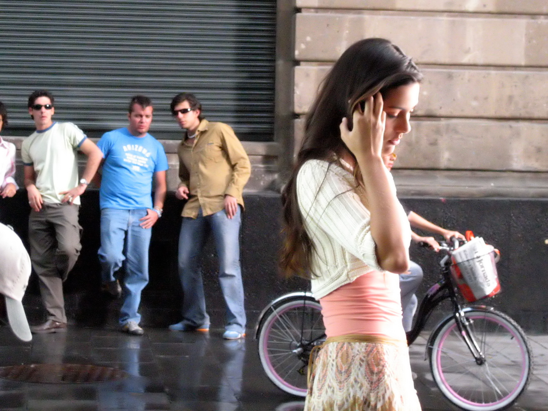 В центре Баку парни-азербайджанцы с украинками издевались над прохожими