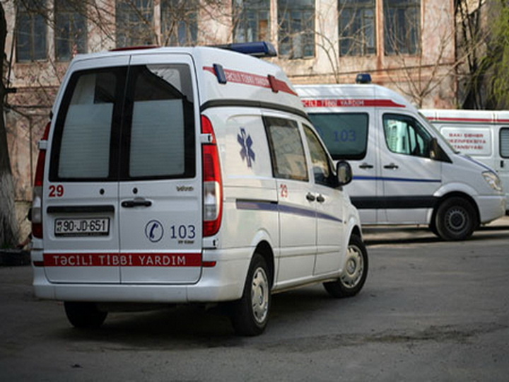 В Баку самосвал протаранил пассажирский автобус, множество пострадавших