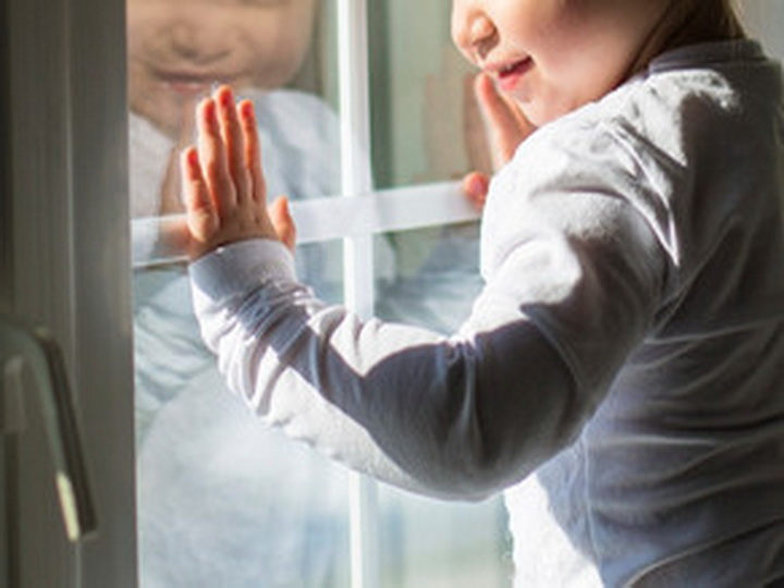 В Баку возбудили уголовное дело против родителей ребенка, выпавшего из окна