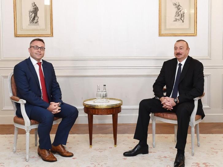 Ильхам Алиев встретился в Париже с президентом компании IVECO France - ФОТО