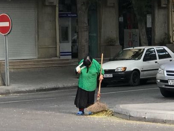 Стали известны новые подробности об уборщице с перевязанной рукой