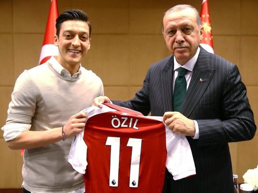 «У меня два сердца: немецкое и турецкое». Озил объяснил фото с Эрдоганом