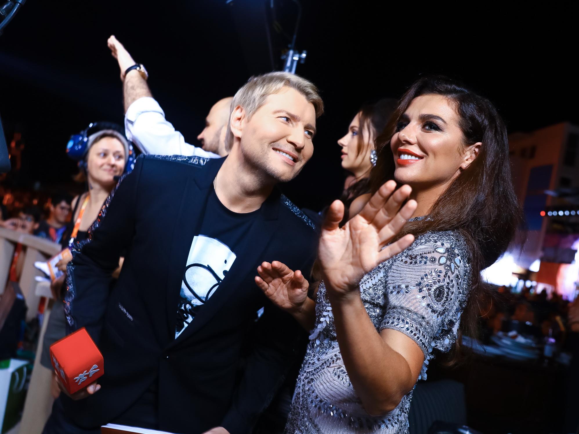Горячий танец заговорившей на азербайджанском языке Анны Седоковой с Николаем Басковым в Баку - ВИДЕО