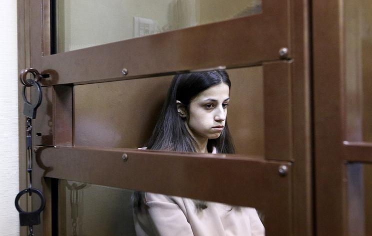 12 лет дочка сасет у отца член инцес