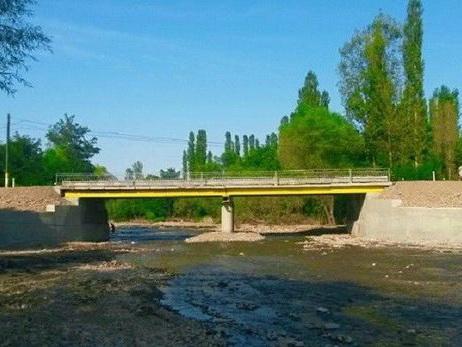 В Шеки местный «Остап Бендер» превратил государственный мост в частный и платный – ФОТО – ВИДЕО