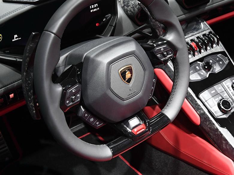 В Дубае британский турист на Lamborghini получил 33 штрафа за четыре часа