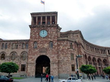 СНБ Армении: Обнаруженное на принадлежащем семье экс-премьера заводе оружие применялось 1 марта 2008 года