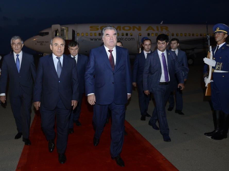 Эмомали Рахмон прибыл с официальным визитом в Азербайджан - ФОТО