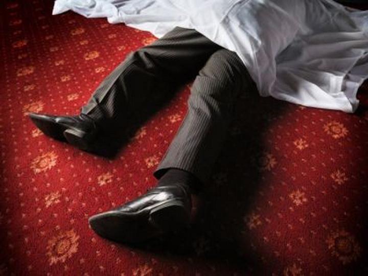 В Баку мужчина скончался, танцуя на свадьбе