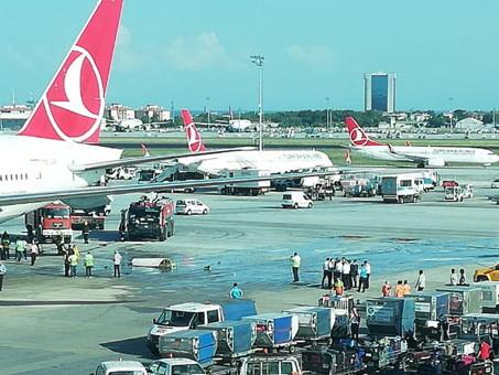 В Стамбуле столкнулись два пассажирских самолета – ФОТО - ВИДЕО