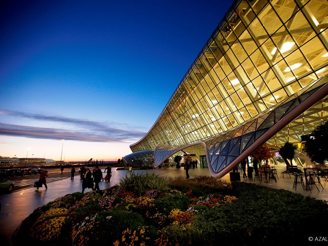 За семь месяцев Международный аэропорт Гейдар Алиев обслужил 2,5 миллиона пассажиров