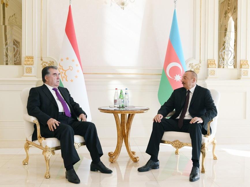 Состоялась встреча президентов Азербайджана и Таджикистана один на один – ФОТО