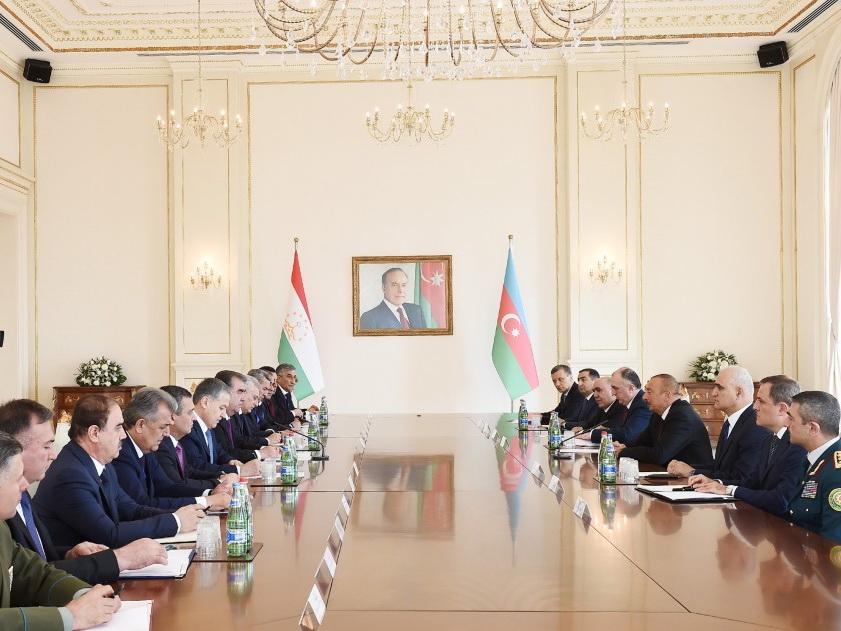 Состоялась встреча президентов Азербайджана и Таджикистана в расширенном составе