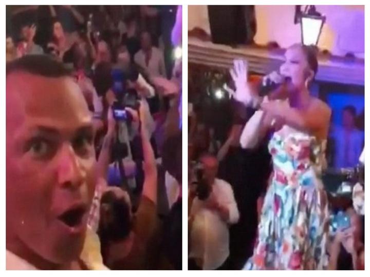 Отдыхая на Капри, Джей Ло сделала сюрприз поклонникам, спев в баре – ВИДЕО