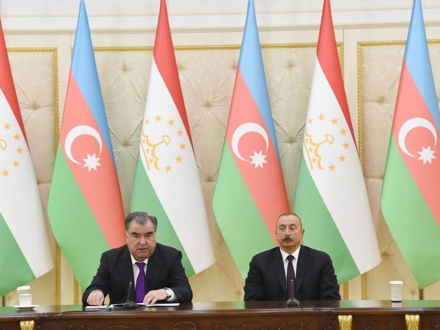 Президенты Азербайджана и Таджикистана выступили с заявлениями для прессы - ФОТО