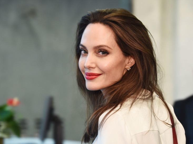 Анджелина Джоли попала вклинику спсихическим расстройством