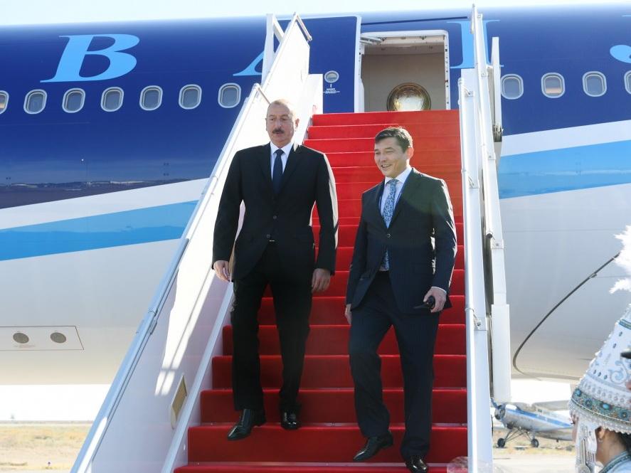 Президент Ильхам Алиев прибыл с визитом в город Актау Казахстана - ФОТО