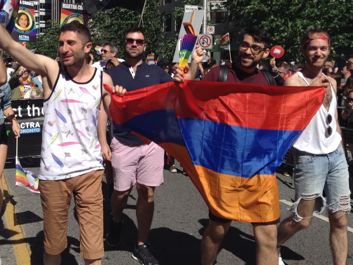 В Ереване представители ЛГБТ-сообщества напали на отделение полиции - ВИДЕО