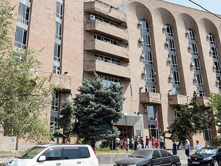 Неизвестный пригрозил взорвать правительственное здание в Армении – ВИДЕО