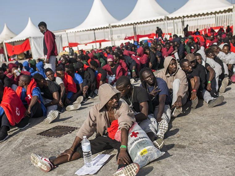 У берегов Испании спасли более 350 мигрантов