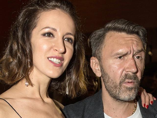 Шнуров и Матильда официально развелись