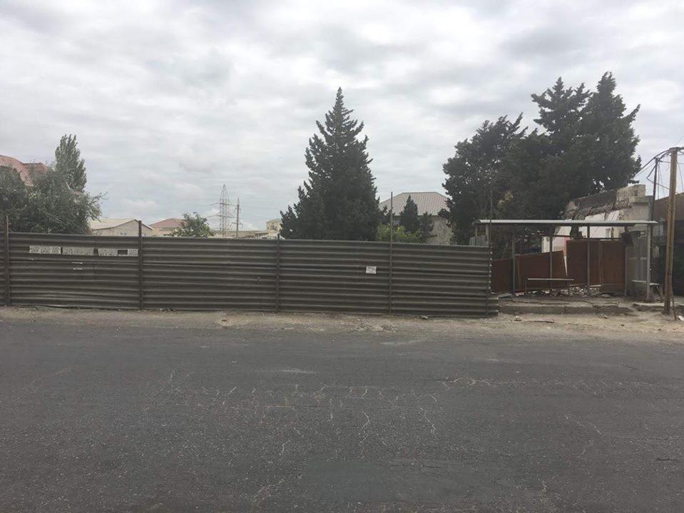 Благодаря вмешательству БТА снесен забор у автобусной остановки – ФОТО – ОБНОВЛЕНО