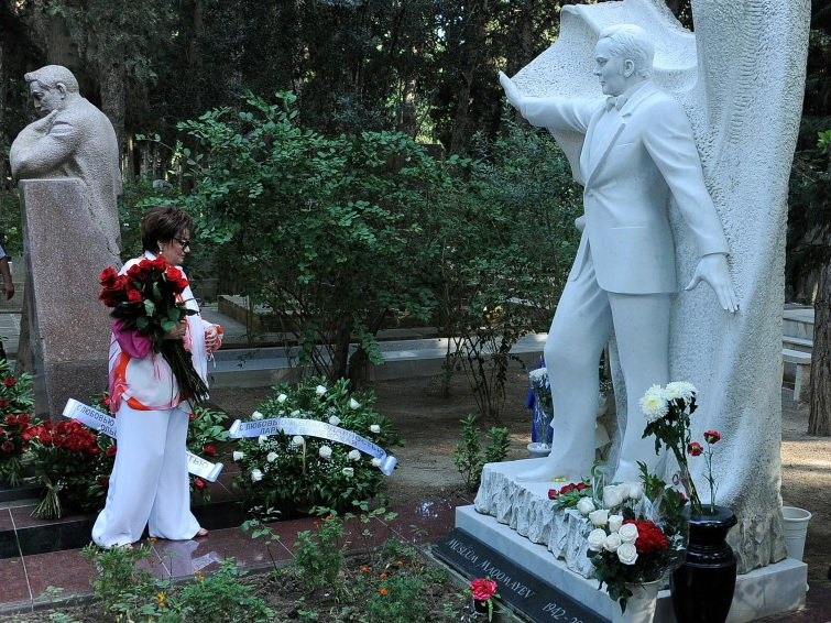 В Баку почтили память Муслима Магомаева - ФОТО