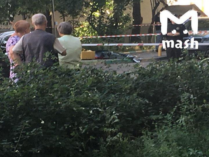 Пенсионер в Москве застрелил на улице бывшую жену, а после совершил самоубийство - ВИДЕО