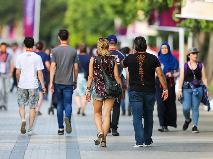Численность населения Баку выросла, а девочек становится все меньше