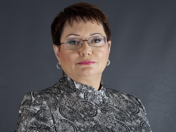 Эльмире Ахундовой вручены удостоверение и нагрудный знак Народного писателя Азербайджана - ФОТО