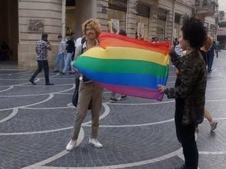 Активист ЛГБТ-сообщества в Баку: Я чувствую себя счастливым, когда держу в руках этот флаг – ФОТО – ОБНОВЛЕНО