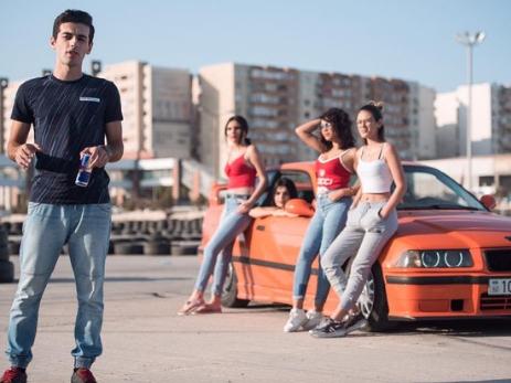 Дрифт в Азербайджане: блогер Фахри Асадов прокатил девушек с ветерком – ВИДЕО