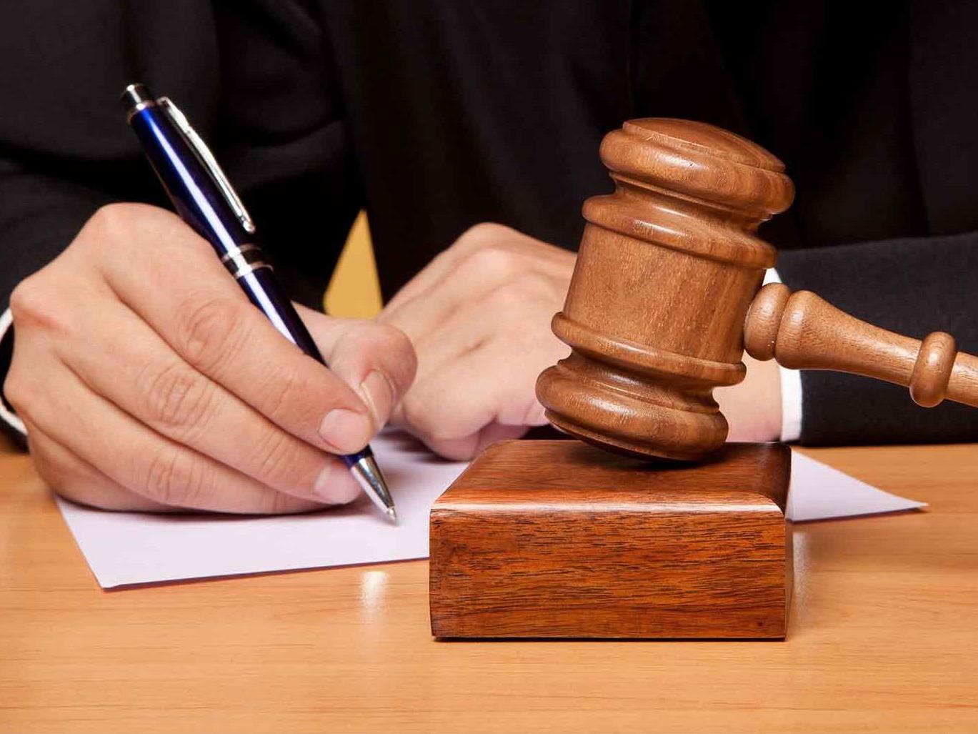 Бакинский суд не оправдал мужчину, убившего гражданскую жену на глазах у ребенка