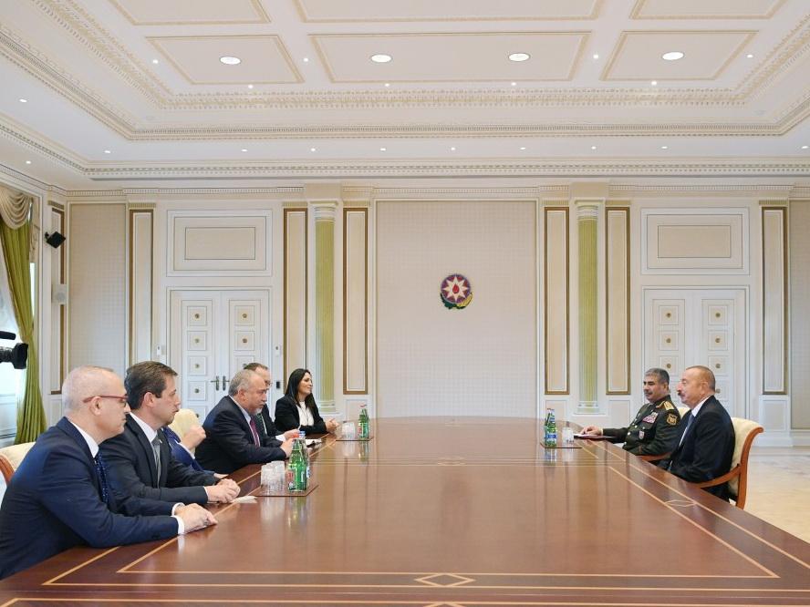 Президент Ильхам Алиев принял делегацию во главе с министром обороны Израиля