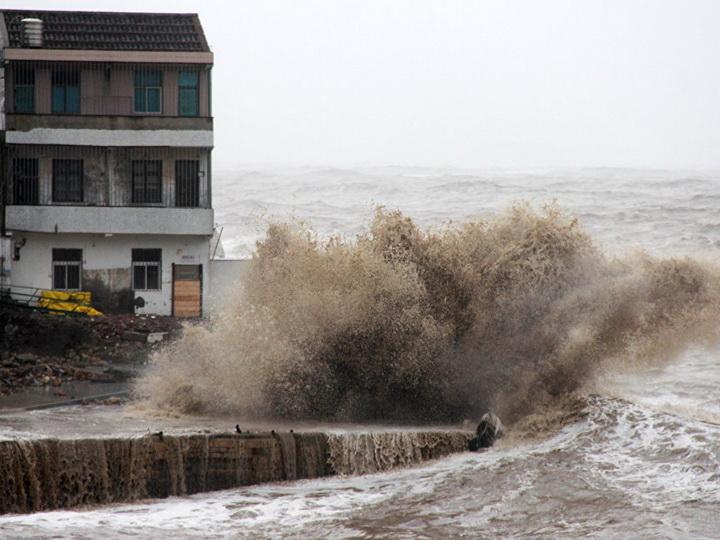 На Филиппинах более 800 тысяч человек эвакуируют из-за тайфуна «Мангхут»