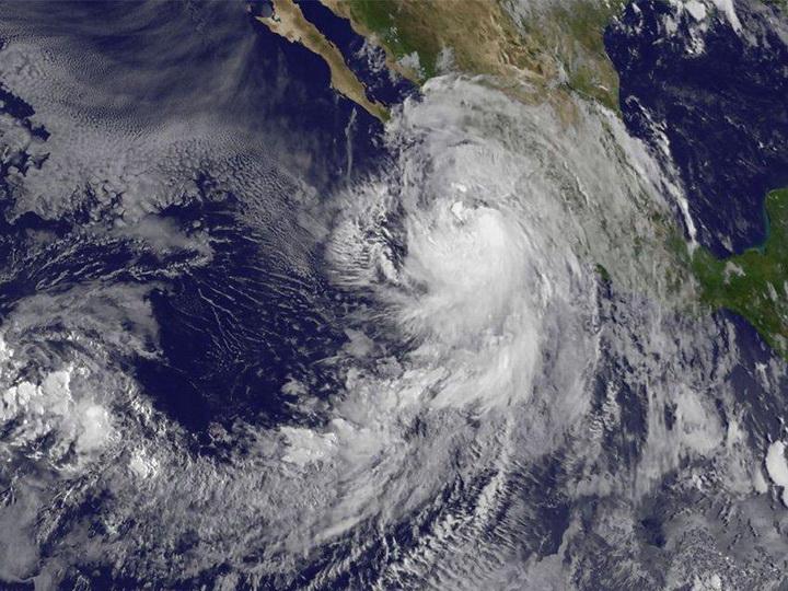 В США отменили более тысячи авиарейсов из-за урагана