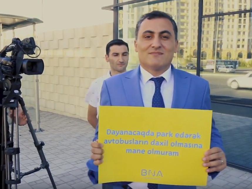 В Баку прошел флешмоб против парковки на тротуарах – ВИДЕО